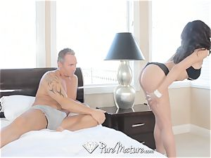 Latina mummy Heather Vahn gets pulverized