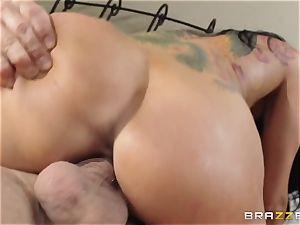 Romi Rain is randy and just wants to pulverize
