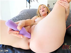 Mona Wales climaxes on her fucktoy for you