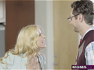 He tears up cheating cougar, Then girlfriend And finishes off S5:E10