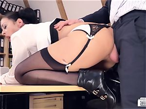 butts Buero - manager pokes German honey at job interview