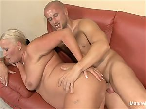 huge-boobed blonde grandma takes it in the booty