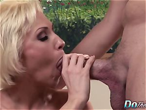 blonde mummy wife phat man rod anal internal cumshot