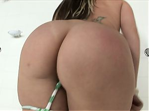 bitchy platinum-blonde Courney Cummz wants to spunk all by herself so she jams herself