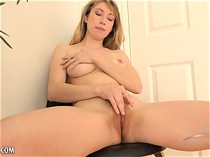 Verronica Kirei vibrates her furry puss to completion