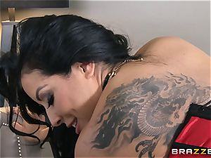 Phoenix Marie presents Kiara Mia to ass-fuck