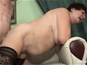 kinky mature keeps her stocking on for drilling