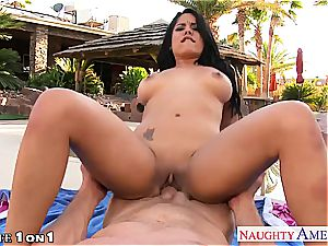 buxom housewife Luna star gives bj in pov