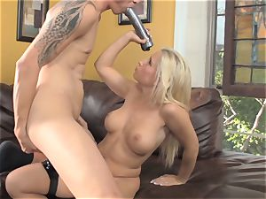 Sammie Spades romps her dude with a cable on