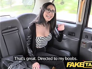 fake taxi Spanish brunette with cute smooth-shaven cooter