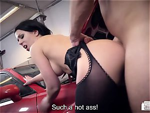 booties BUERO - German assistant pokes manager and repairman