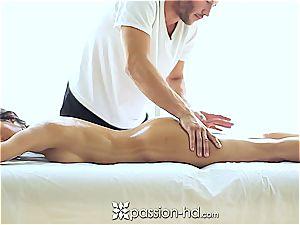 uber-sexy Latina Chloe Amour finishes off rock-hard after massage