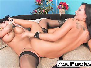 Asa Akira pulverizes Shyla Stylez