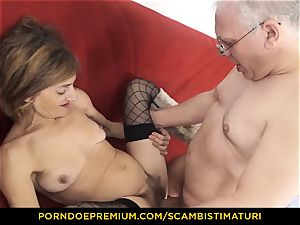 SCAMBISTI MATURI greedy mature screwed in furry minge
