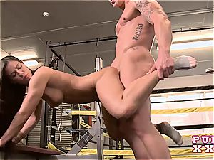 unbelievable Athina insatiable at the gym for a brutal tear up