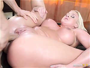 Leya Falcon cheats with her gigantic dicked masseur
