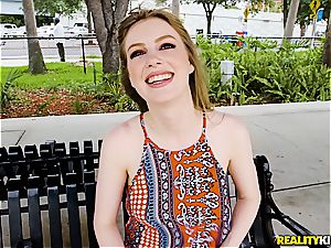attractive Dolly Leigh gives her all on the audition
