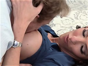 Bad wifey Dava Foxx cheats on her husband