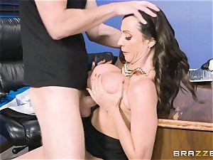 booty pummeling milf Ariella Ferrera in the office