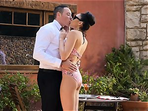 Ariana Marie strokes a waiters man rod in the superb outdoors