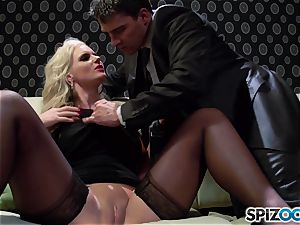 Spizoo - Phoenix Marie get a lovely pound by Tony Ribas