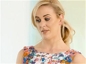 Kristen Scott gets intimate with super hot stepmom Cherie Deville