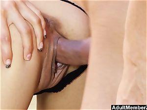 Pouding Ferrara Gomez And spunking On Her feet